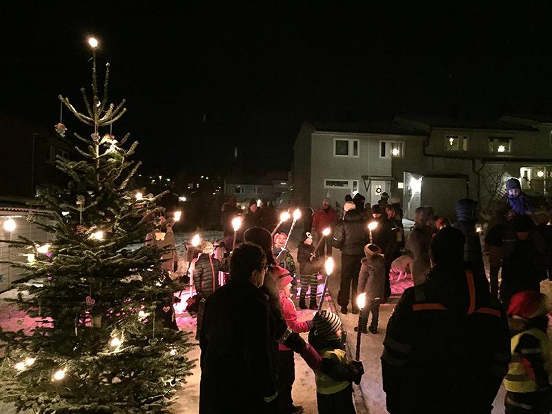 Julegrantenning i Mellomenga Borettslag.