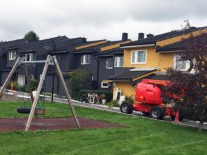 Maling av Mellomenga Borettslag sommeren 2018.