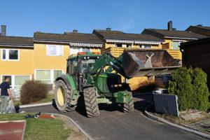 Høstrydding med traktoren