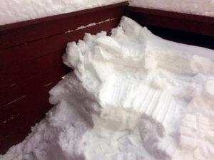 Snømåking fra altaner og bodtak.