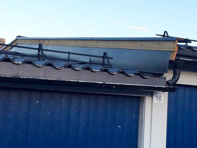Vedlikehold på garasjetak i Mellomenga.