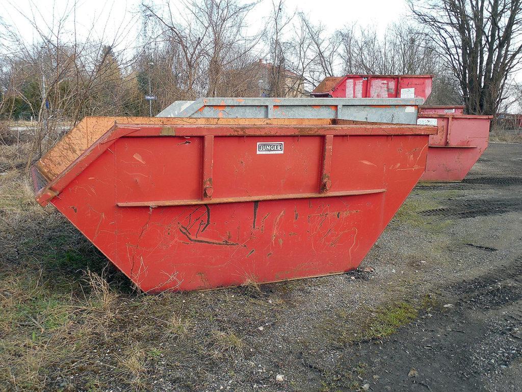 Utplassering av container for søppelkasting i Mellomenga Borettslag
