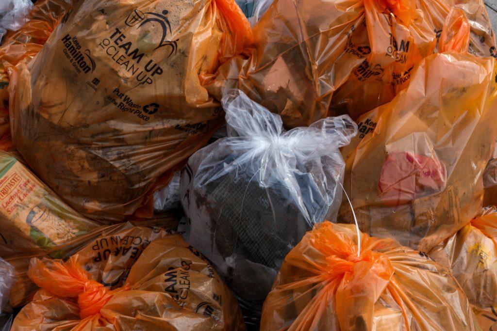 Gjennomsiktige avfallsposer